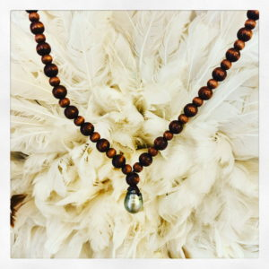 collier perles and wax